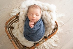 newborn photo session studio