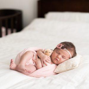 newborn home session lifestyle photographe adina felea